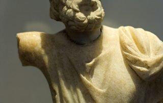 Det arkeologiska museet Amorgos Sarapis Marmor Staty