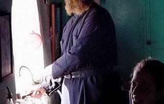 Psimeni Raki servad i klostret Hozoviotissa.jpg